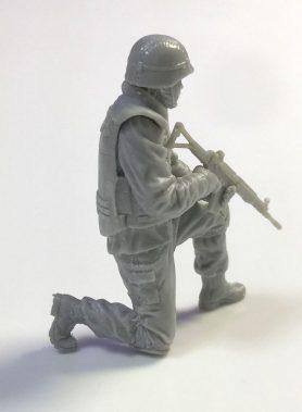 1/35 JGSDF Infantry Regiment Soldier Kneeling Pose 2